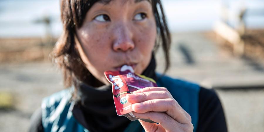 runner consuming energy food